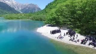 上高地(かみこうち)是日本長野縣西部的飛驒山脈南部梓川上游的旅遊勝...