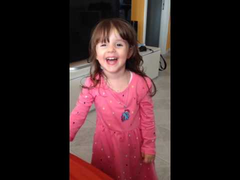 Alyssa mattacchiona, io canto e lei balla (la casa che suona)