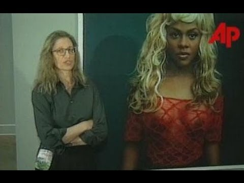 Annie Leibovitz on photographing Lil' Kim (1999)