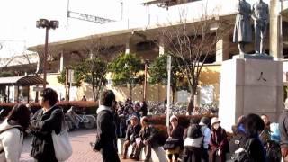 東北地方太平洋沖地震 発生1時間後の京葉線稲毛海岸駅