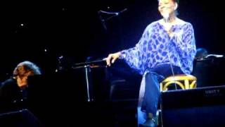 What The World Needs Now Is Love - Dionne Warwick  live in HK (2/9)