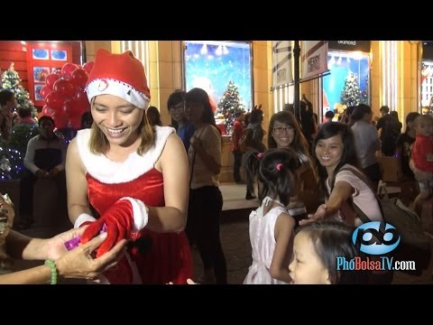 Sài Gòn tưng bừng náo nhiệt đêm trước Giáng Sinh