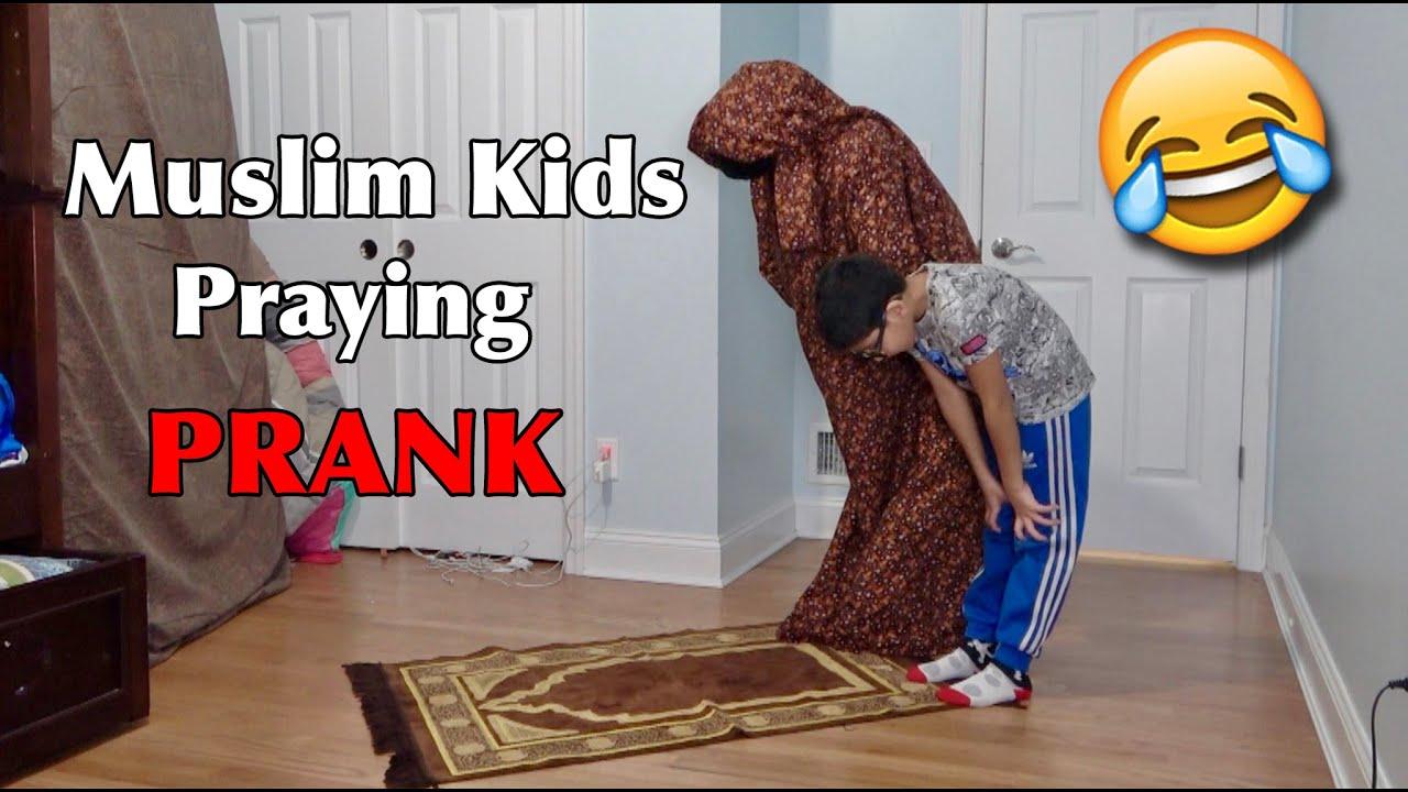 Download MUSLIM KIDS PRAYING PRANK!!
