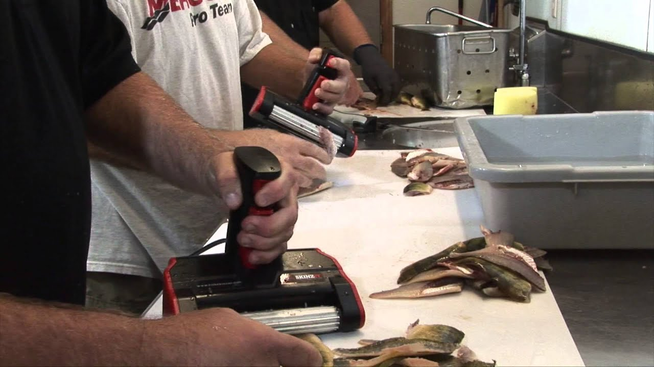 Skinzit by ultimate fishing gear youtube for Skinzit fish skinner