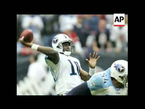 Tennessee Titans quarterback Vince Young named AP offensive rookie of the year