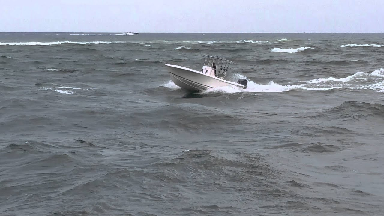 22 foot center console fishing boat in chop of jupiter for Jupiter inlet fishing