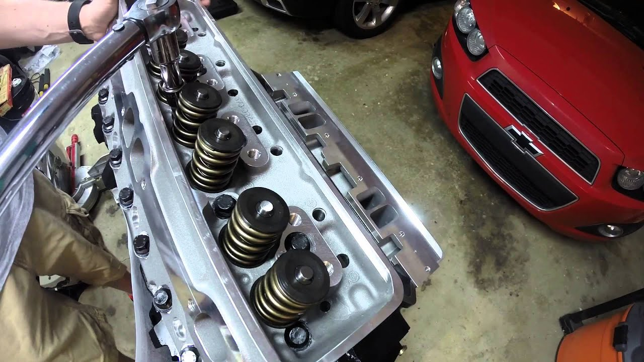 Lt1 V8 Engine Cylinder Head Installation Walkthrough Youtube Wiring Harness Headers