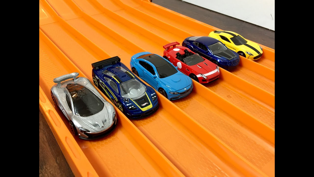 Race British Cars Bmw Series Race Hot Wheels Youtube