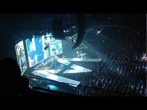 Maroon 5 - Payphone - opening of concert