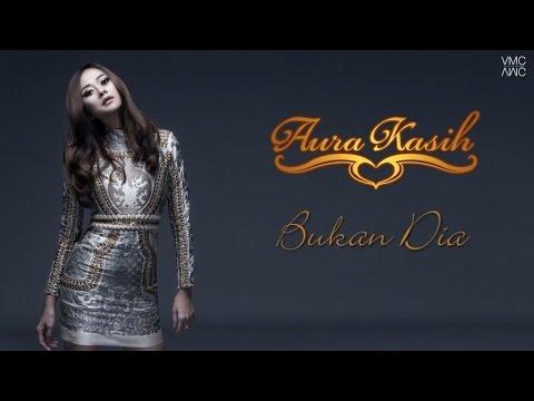 Aura Kasih - Bukan Dia (Video Lyric)