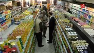 الحلقة 10 - الصدمة | موقف مؤلم  لرجل فقير يسرق من السوبر ماركت ليأكل هو و أسرته...