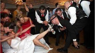 Казус на свадьбе. Официант уронил торт на пол и сам в него.
