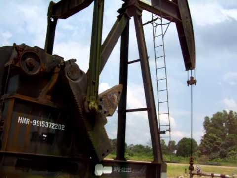 Oil filed pumping unit Bukaka in Duri field, riau province sumatra indonesia (Video by : saltin)