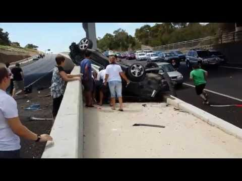 Crazy crash Southern expressway Adelaide 14/2/15