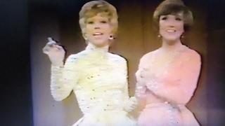 1971年に上演されたジュリーアンドリュースとキャロルバーネットの伝説...