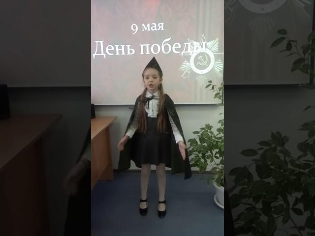 Изображение предпросмотра прочтения – АннаНайчук читает произведение «Две строчки» А.Т.Твардовского