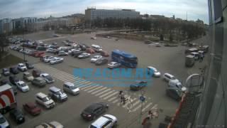 На сквере Кирова перевернулся автомобиль Иркутск 20 апреля