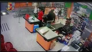 I Falchi della Squadra Mobile arrestano in flagranza rapinatore seriale di supermercati