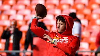 Kansas City Chiefs quarterback Patrick Mahomes warms up on field before Titans, Super Bowl bound