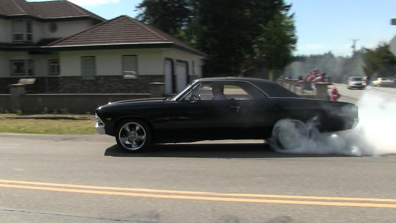 Crazy Street Accelerations And Burnouts Insane Sound Of Muscle Cars