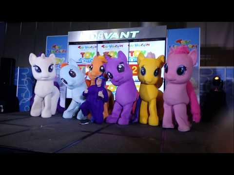 Onesie Luna Taking Pictures With The Mane 6 My Little Pony Mascots At Toy Expo 2018
