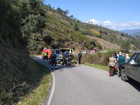 Un vehículo cae por un desnivel de 5 metros en Viloira