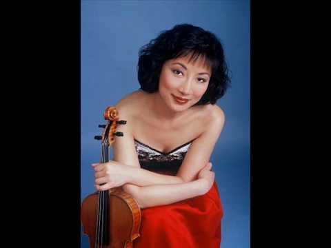 Hong-Mei Xiao playing Gigue by Bach