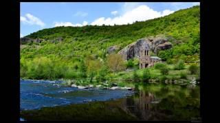 Sur des photographies prises en Auvergne.
