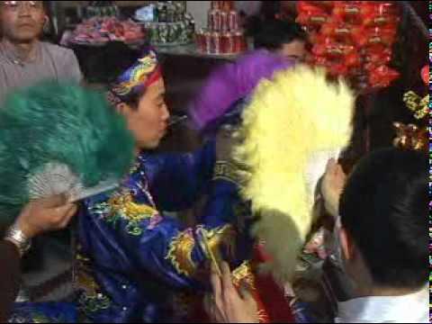 VIDEO Vietnamese Spirit Mediumship: Hầu Thánh, Lên Đồng 越南降神,上童儀式