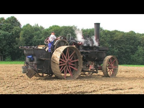 Dampf -Traktor pflügt - Steam Tractor plowing