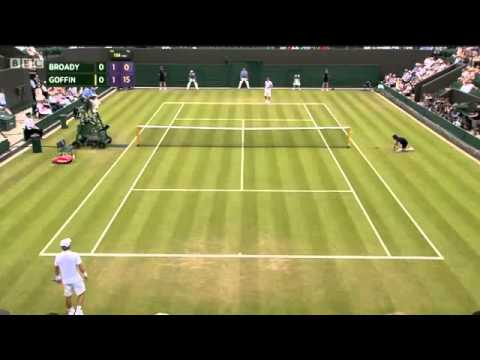 13 of the most ball-droppingly awkward Wimbledon tennis fails