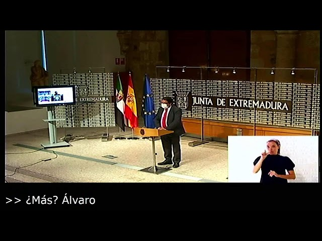 El vicepresidente segundo y consejero de Sanidad y Servicios Sociales, José María Vergeles, informa.