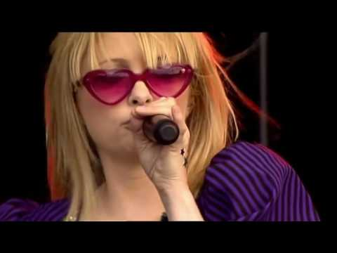 Goldfrapp: 'Ride A White Horse'/'Oh La La' - Live At O2 Wireless Festival (2006).