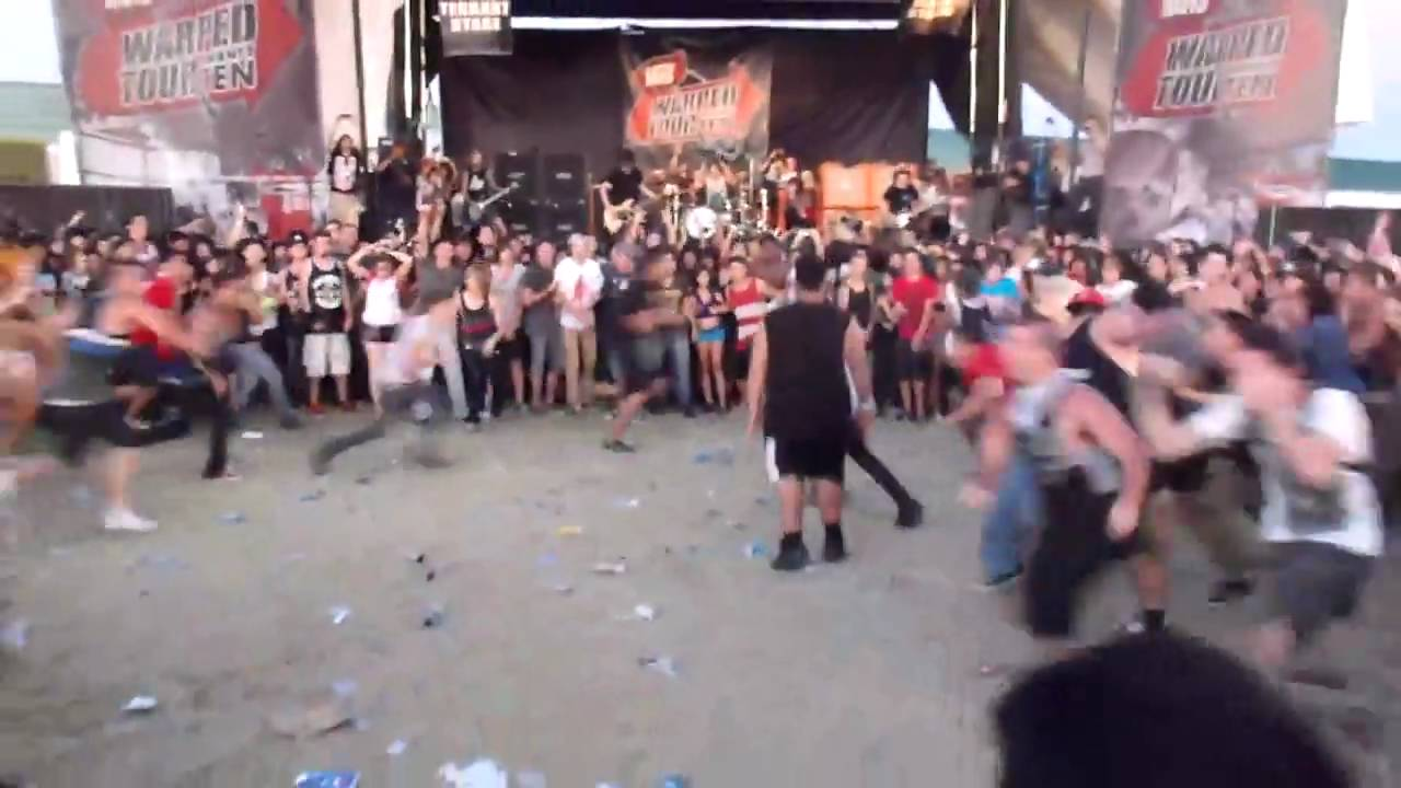 BMTH @Pomona Warped Tour WALL OF DEATH and HUGE circle pit ...