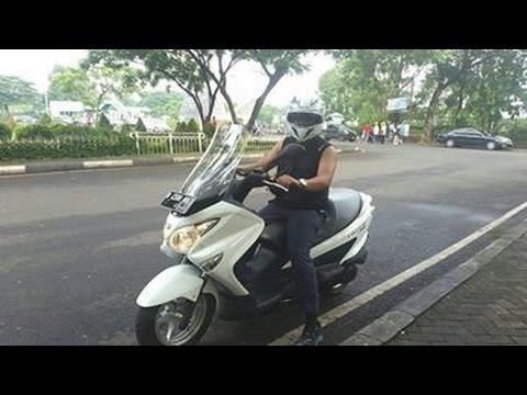 Suzuki Burgman Indonesia Cornering Di Puncak With Burgmanian