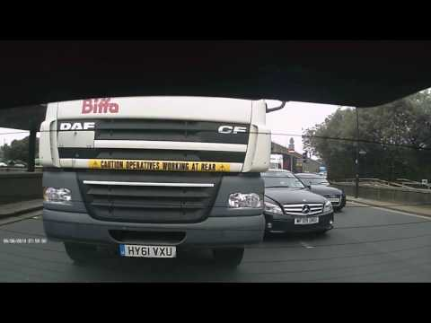 LONDON, UK ROAD RAGE Lorry HGV vs Mercedes - Who was at fault?! 2017