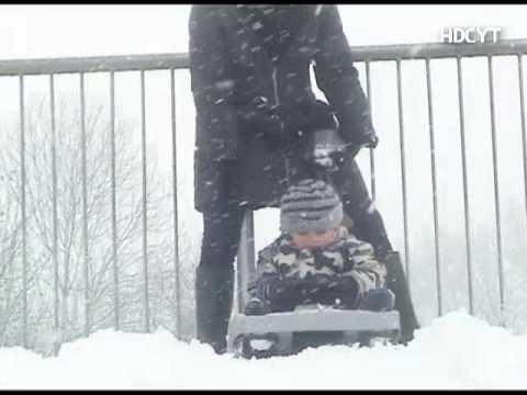 Harry and Charlie - Mummy is not always right - Sledding