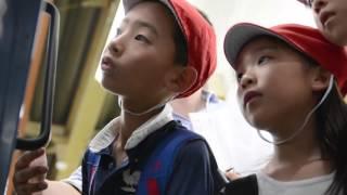 「まち探検 プロジェクト」とは小学校の校外社会科授業として2013年に地...
