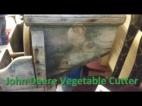 John Deere Ames Antique Manual Vegetable Cutter for Livestock