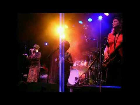 Easy Star Allstars - She's Leaving Home (Live) - Gloucester Guildhall 4th August 2009 mp3
