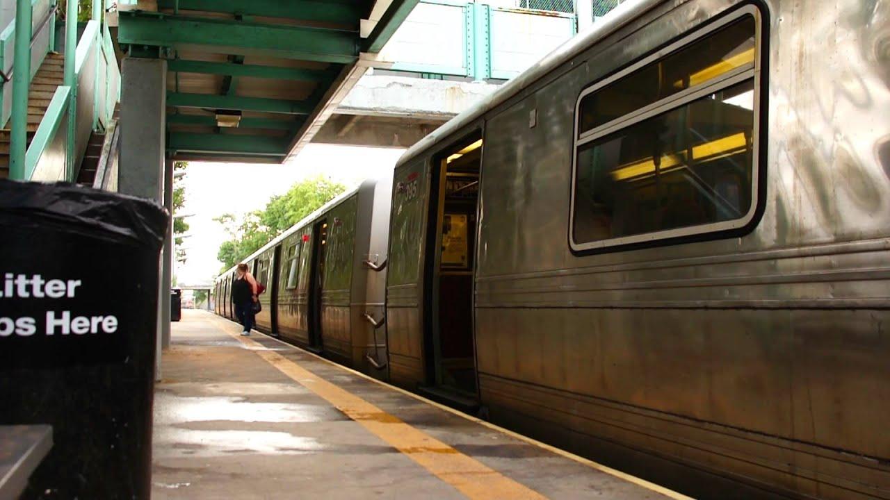 MTA Staten Island Railway : St. George Bound Train Of R44s
