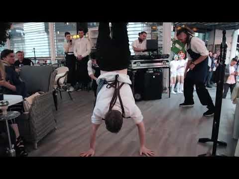 танцующие