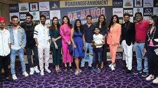 Salman Khan और Katrina Kaif के प्यारे POSES अपने Dabangg Tour Reloaded Team के साथ Dubai में