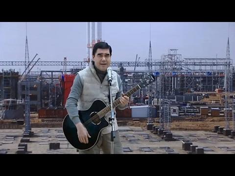 Президент Туркменистана спел свою песню на встрече с избирателями