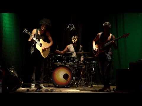 Joel Rabesolo trio - katakata sy pakopako