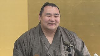 大相撲春場所で13勝し、8場所ぶり4度目の優勝を飾った横綱鶴竜が千秋楽...