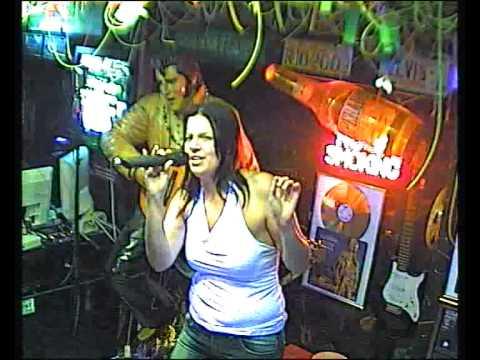 Foxy singt Holding out for a hero im Karaoke Fun Pub Stuttgart http://www.funpub.eu