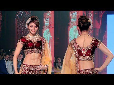 Urvashi rautela stunning ramp walk at bombay times fashion week