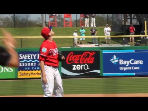 Jeremy Hellickson of the Phillies pitching