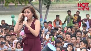 Download lagu AYU TING TING NYARI ALAMAT DI KONSER HOT BANGET